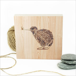 Plywood Art Block: Kiwi with Bee