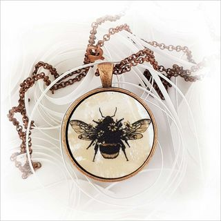 Circle Necklace: Floral Bee (Printed MOP)