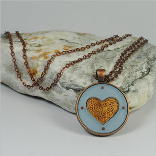 Circle Pendant Necklace: Kowhaiwhai Heart Blue