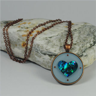 Circle Pendant Necklace: Paua Heart Blue