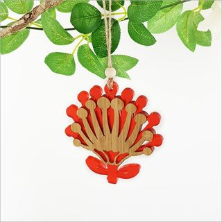 Ornament Pohutukawa Flower: Bamboo+ Red Satin Acrylic
